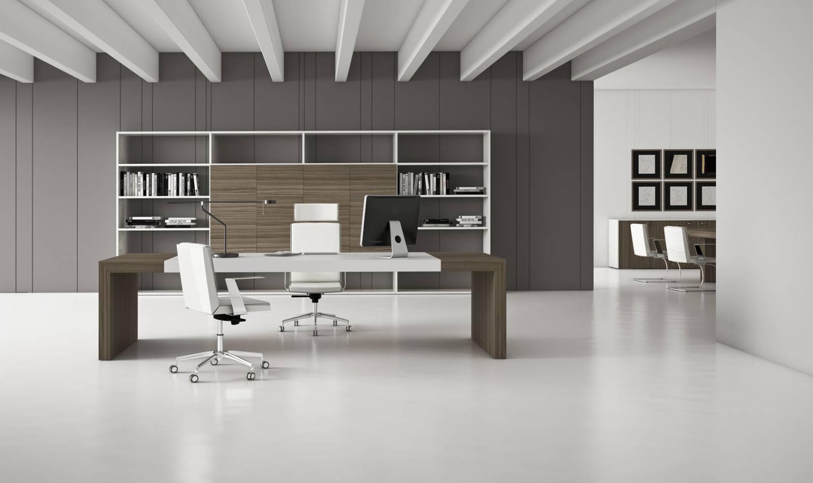 Bureau de direction haut de gamme sur Toulon. Coloris bois avec placet en cuir blanc. Etagères et armoires de rangement en complément du bureau de direction