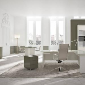 Bureau de direction haut de gamme Plateau en verre avec retour. Accompagnée de meuble de rangement et d'une table d'appoint pour les réunions sur Marseille