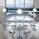 Espace repas , espace café, espace attente, table ronde fine avec chaises Kicca sur Marseille et ses environs