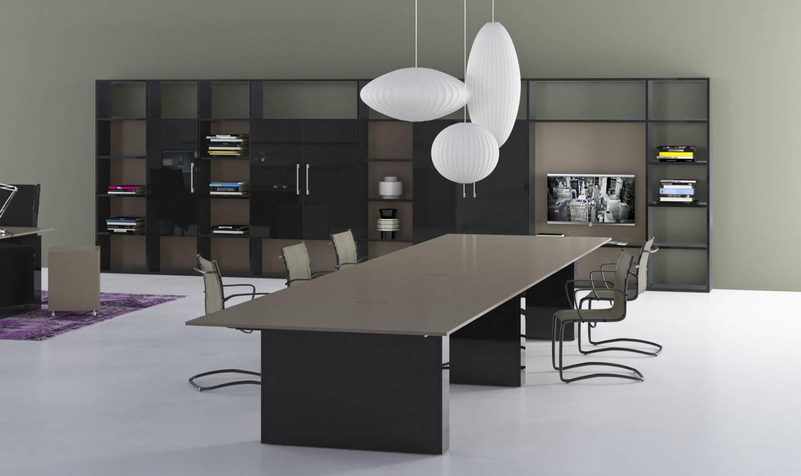 Espace de réunion avec une grande table avec système technologique du même coloris que le plan de travail sur Montpellier