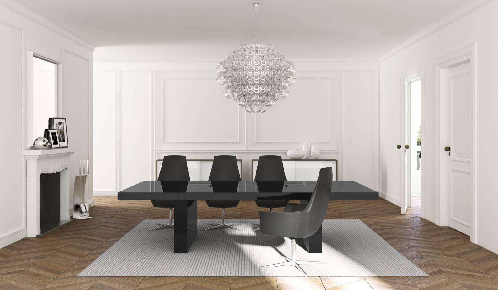 Table de réunion avec plateau en verre et bande centrale laqué noire. Sur Aix en Provence.