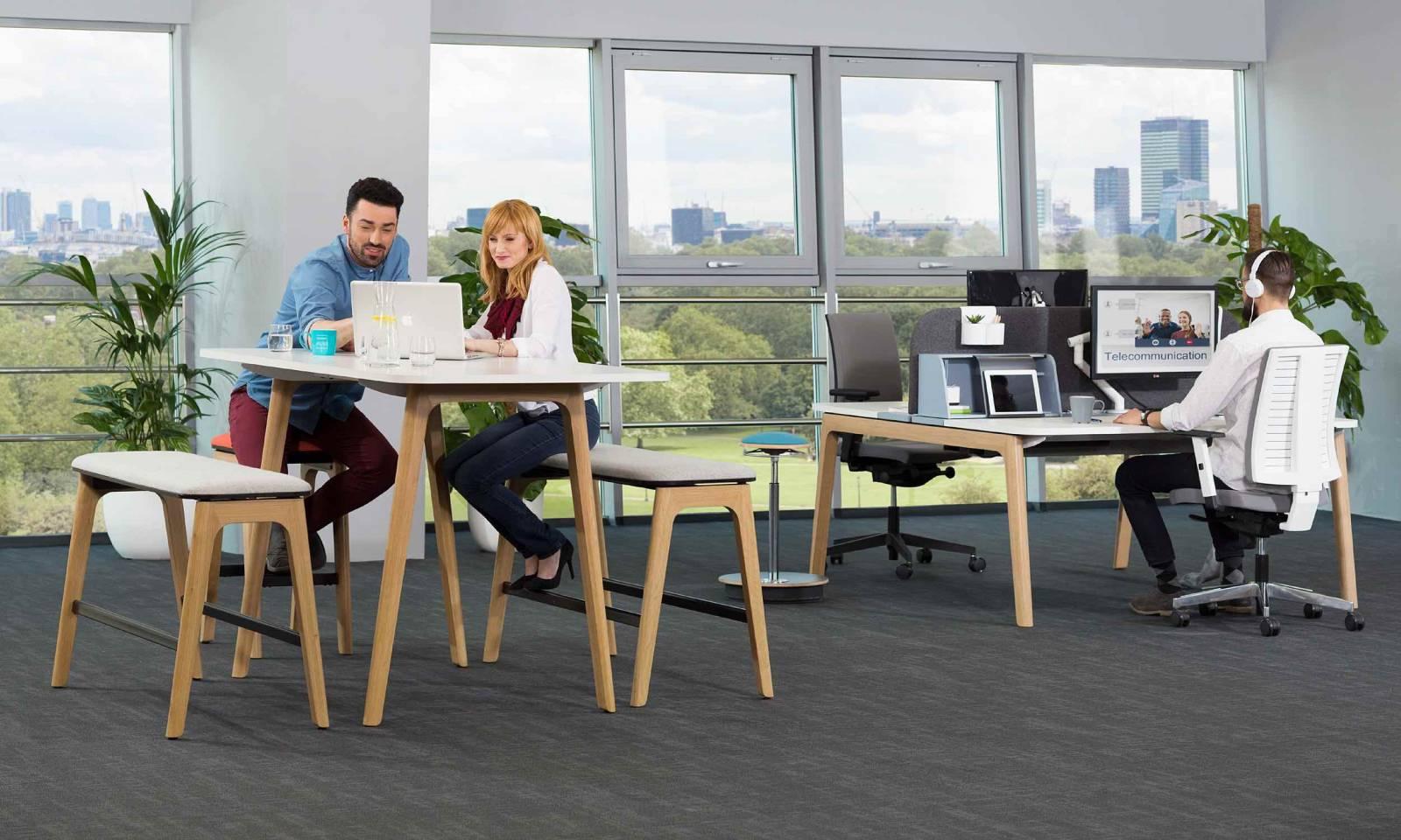 Table haute avec banc haut pieds bois massif