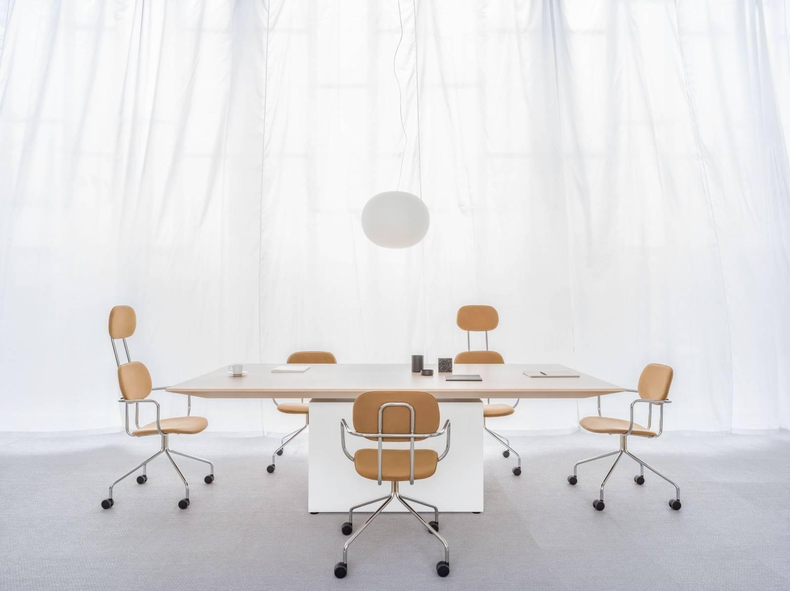 Table de réunion réglable en hauteur gamme GRAVITY sur Aix les Milles