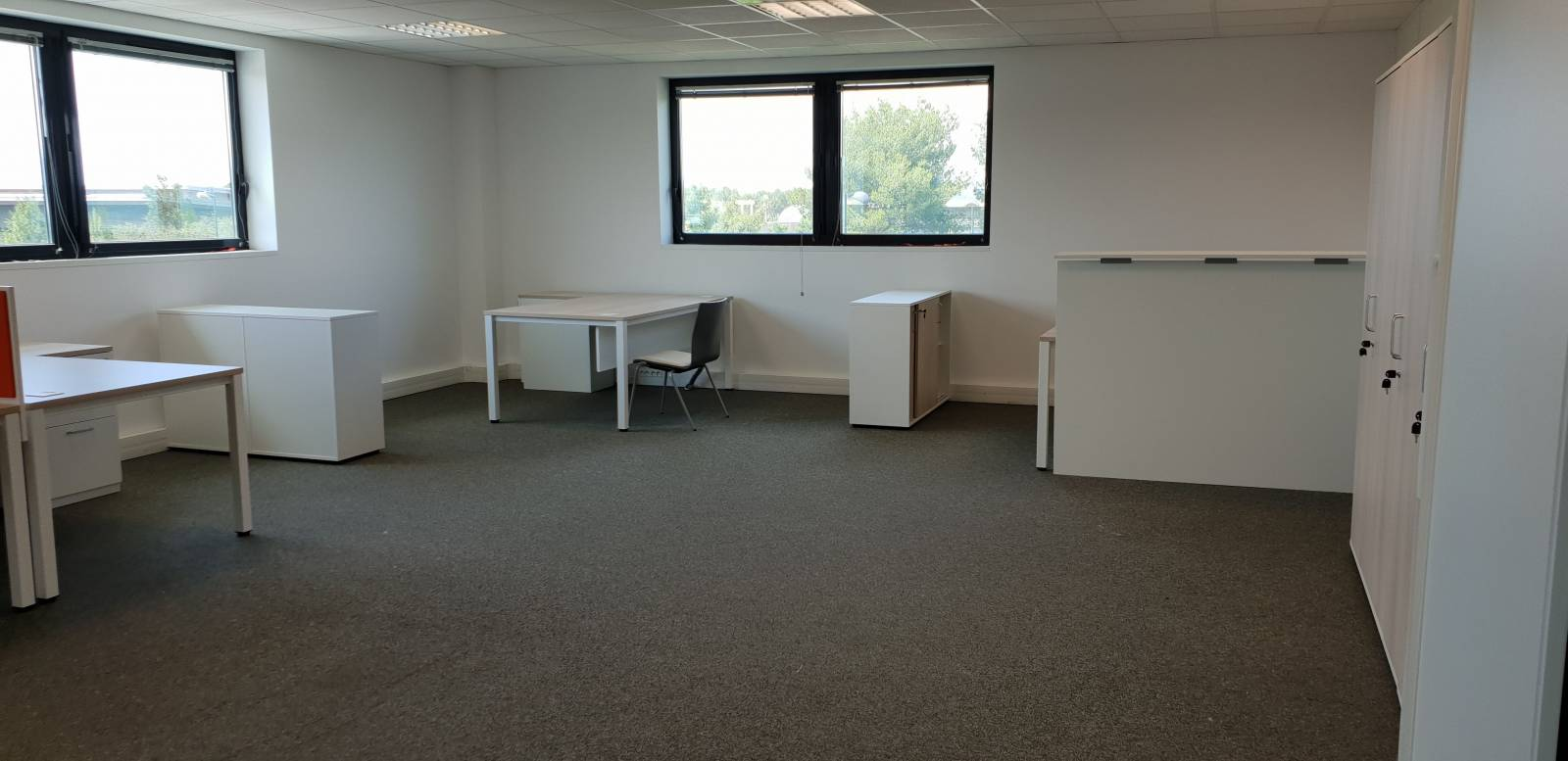 Aménagement d'un espace de travail avec bureau , armoire EASY SPACE sur Marseille