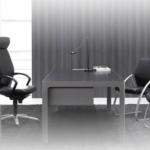 Bureau de direction avec fauteuil de direction et chaises visiteurs sur Marseille