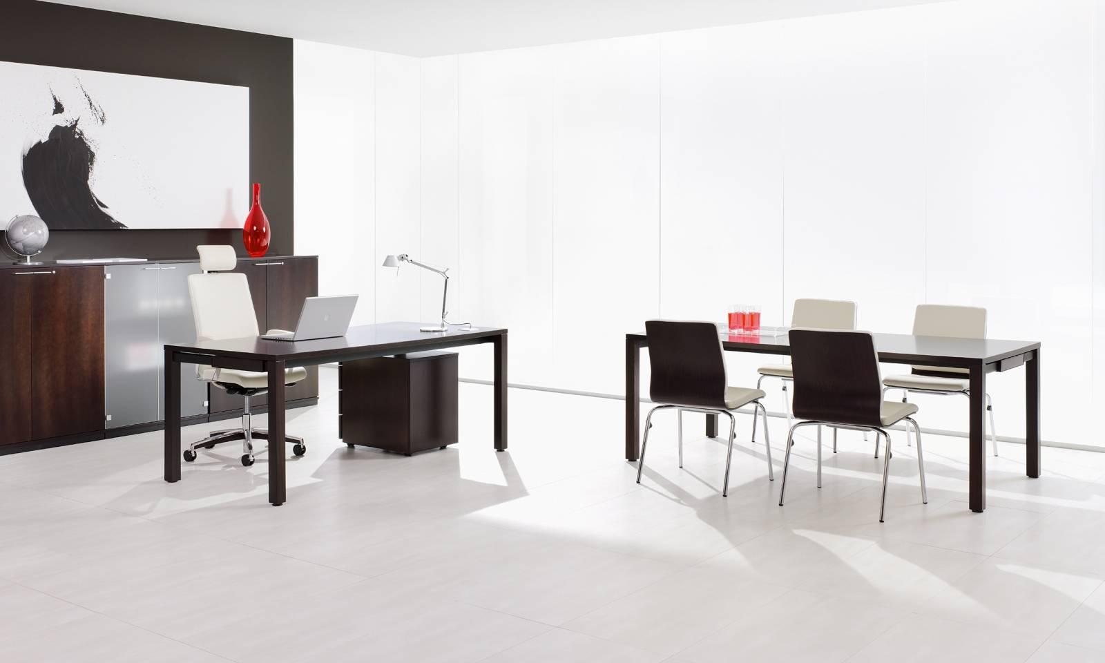 Bureau de direction avec fauteuil de direction MOJITO et les chaises visiteurs sur Vitrolles