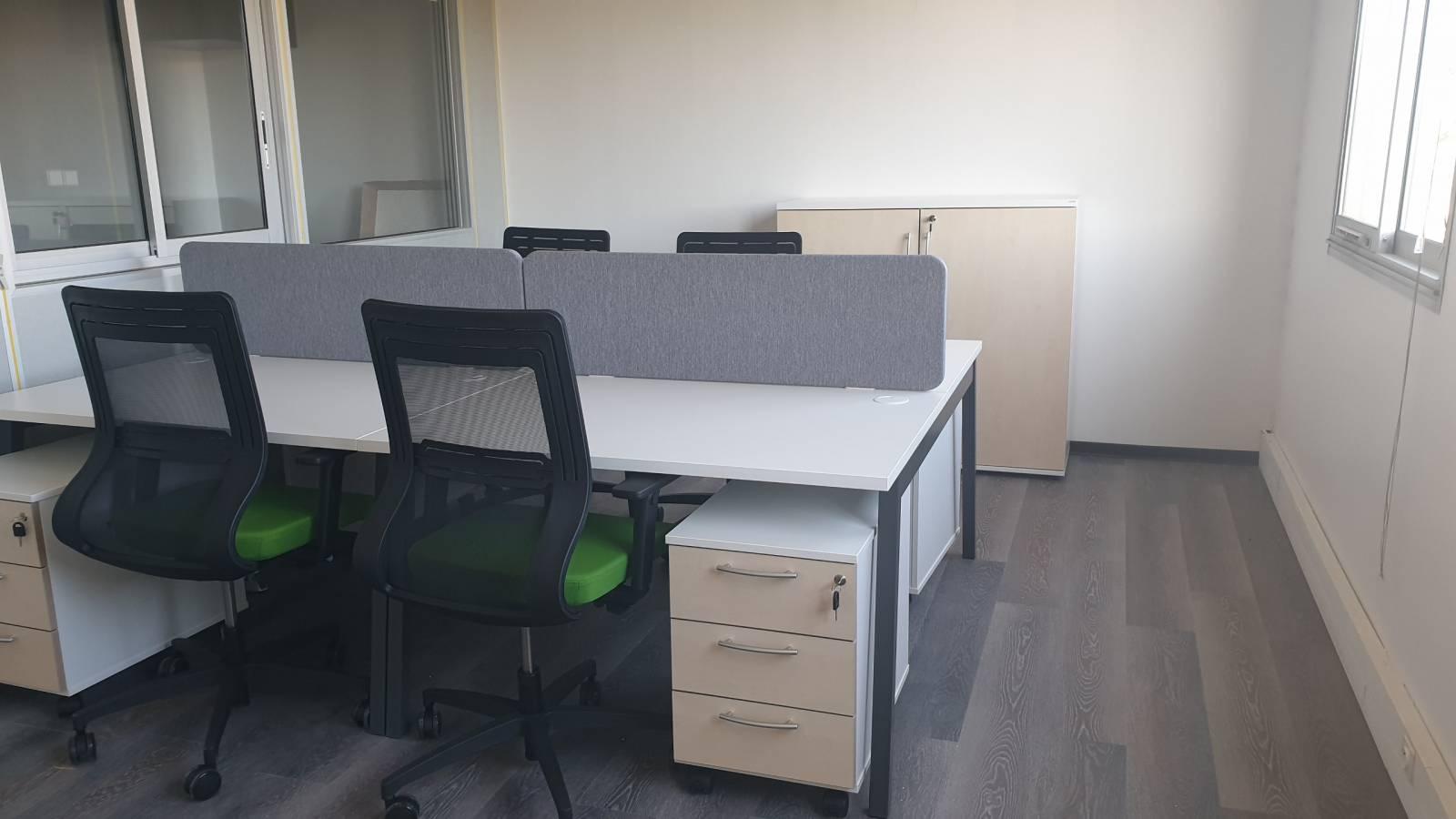 Bureaux multipostes 4 personnes avec écran de séparation acoustiques , mobilier de bureau professionnel sur Aubagne