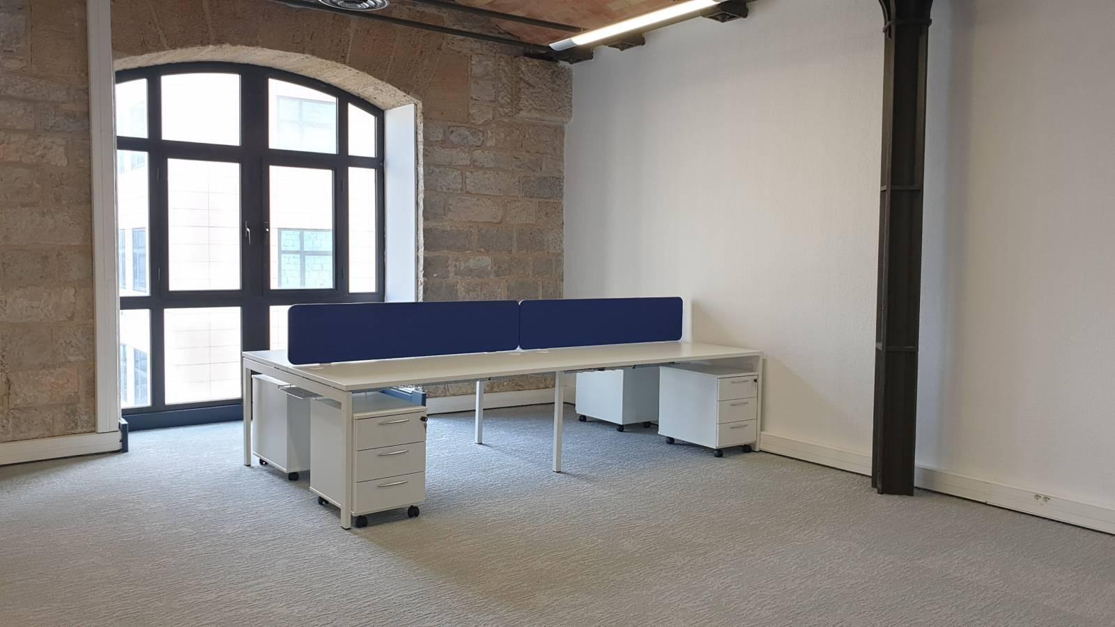 Bureaux multipostes pour 4 personnes avecécrans de séparation acoustiques sur Marseille