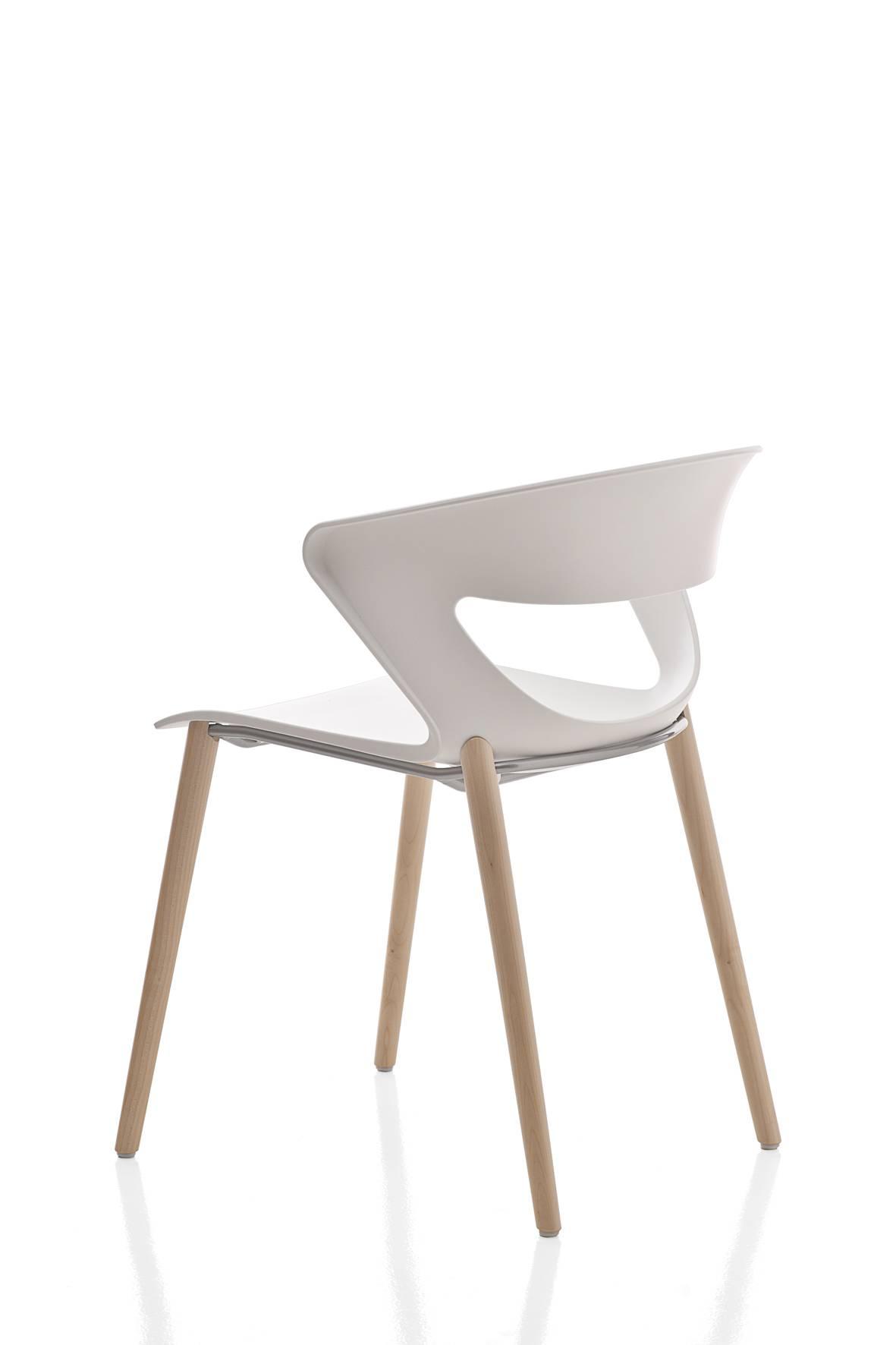 Chaise KICCA coque polypropylène avec pieds en bois très tendance sur Aix les Milles