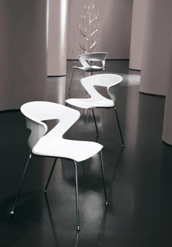 Chaise KICCA coque polypropylène 4 pieds métal chromés sur Aubagne