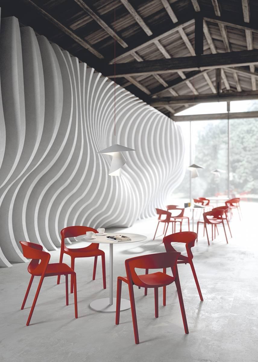 Chaise KICCA ONE rouge pour vos salles de cafétéria ou dans un café sur Marseille