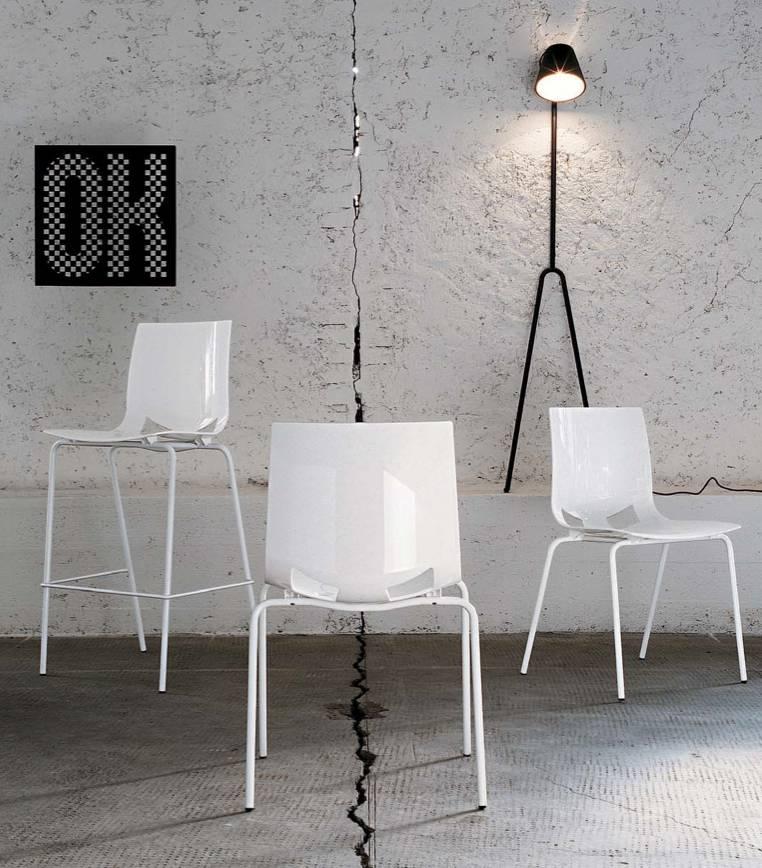 Collection de chaises et tabouret de bar pour espace cafétéria sur Marseille
