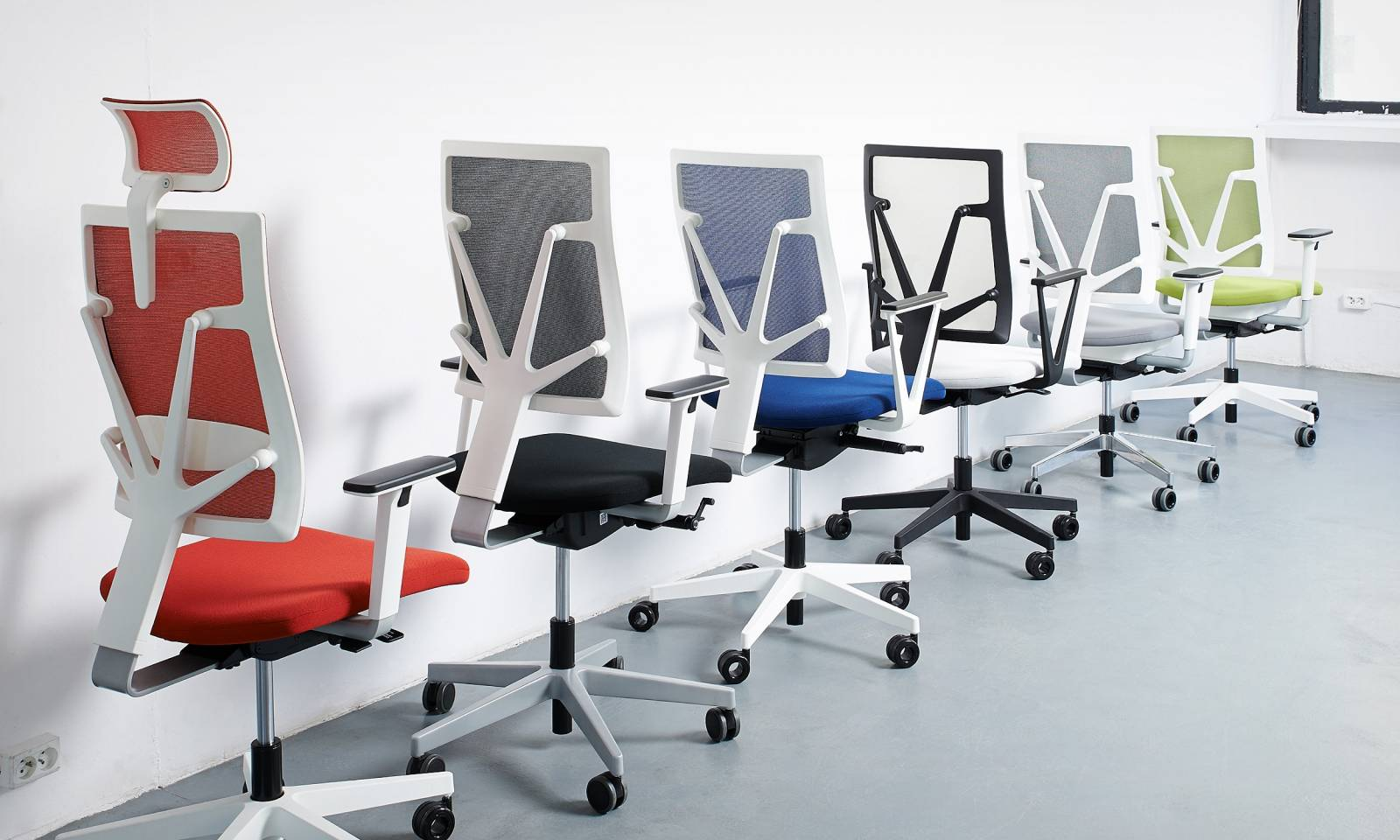 Diverses configurations possibles pour les fauteuils de travail 4ME sur Aubagne