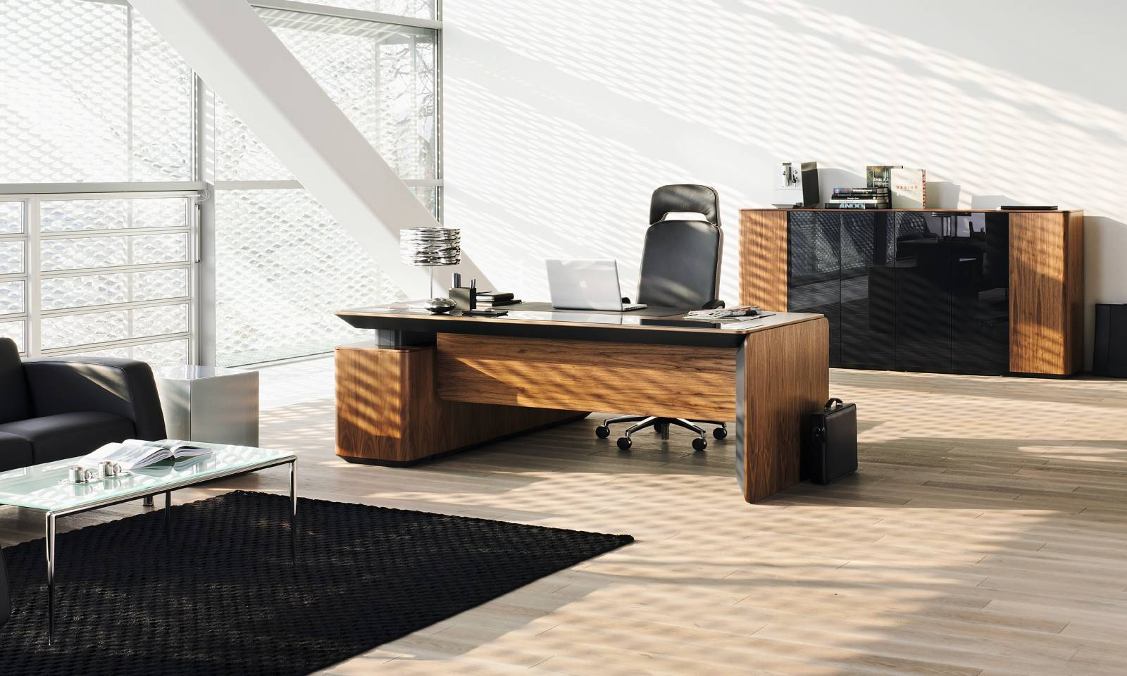 Fauteuil de direction haut de gamme BELIVE avec bureau de direction haut de gamme eRange sur Aix les Milles