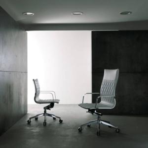 Fauteuil de direction dossier haut et fauteuil visiteur dossier bas design rhomboidal de la gemme KRUNA de chez Kastel sur Marseille
