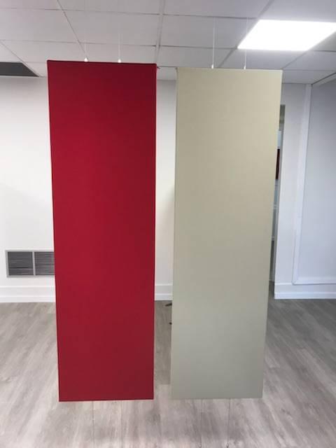 Panneaux verticaux avec cables traversants. Points d'accroche sous dalle béton et au sol