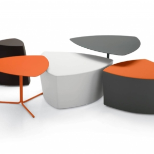 3 poufs de dimensions différentes avec 2 tables basses gamme KENSHO sur St Raphael