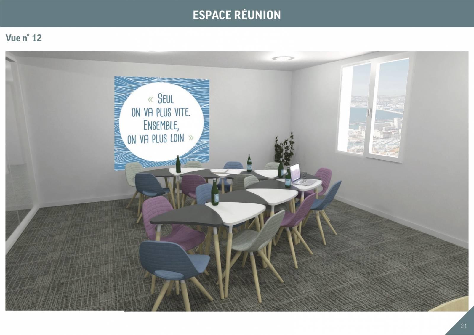 Salle de réunion avec table modulaire pour une mobilité et donc une production plus efficace.