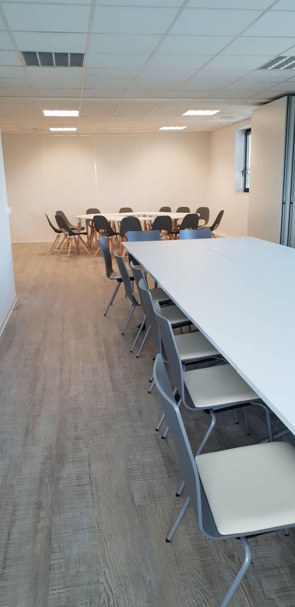 Salles de réunions modulable avec les tables à roulettes et les tables TAUKO .Marseille