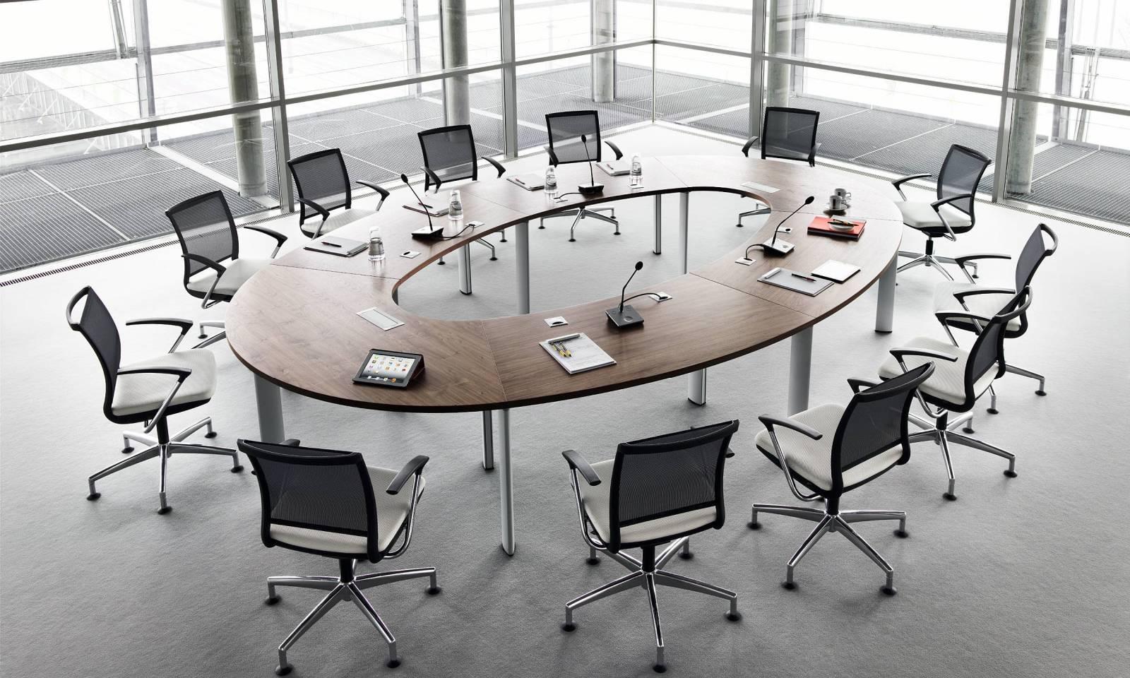 Table de réunion haut de gamme modulable grace à son système de fixation des pieds. Sur Marseille