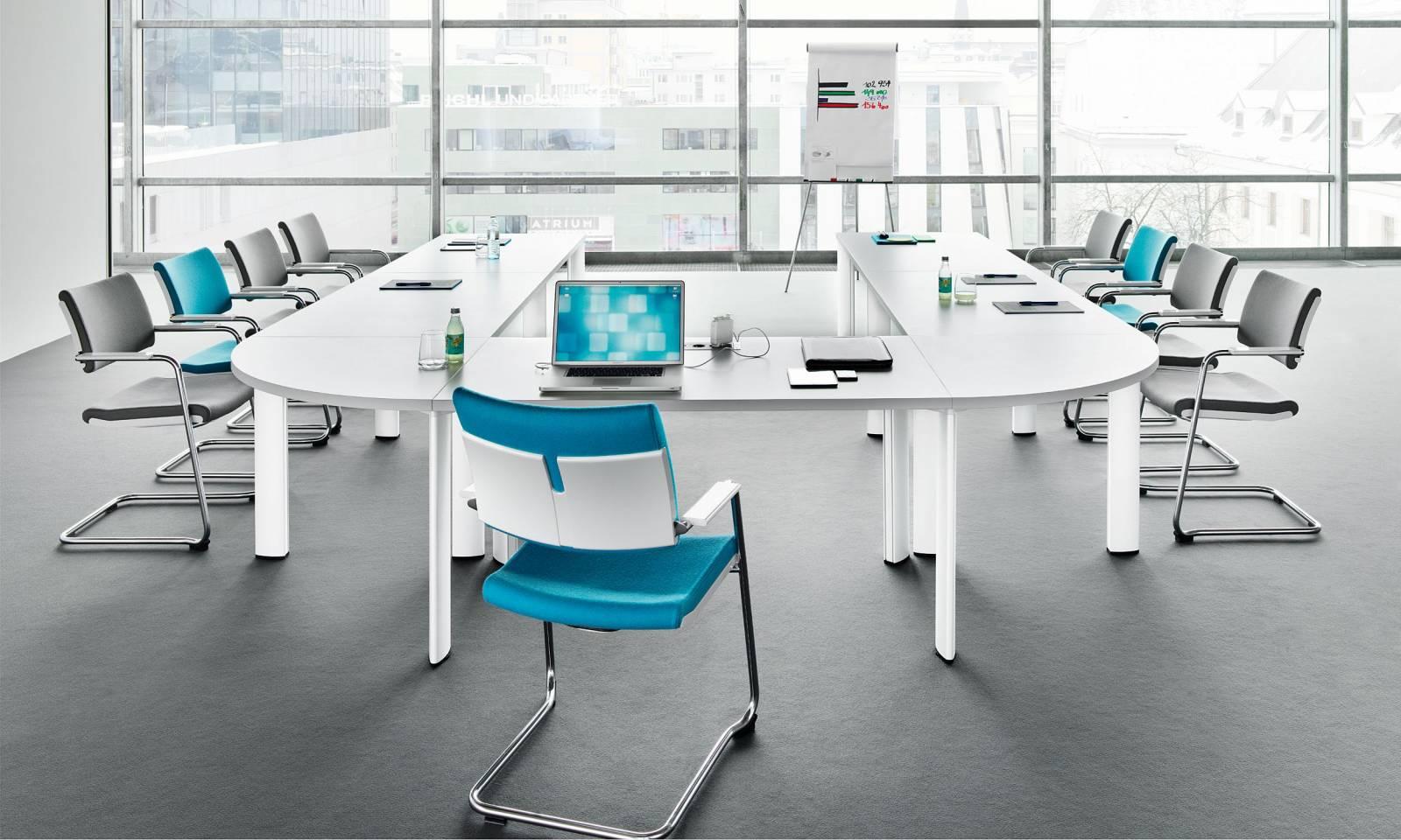 Table haut de gamme avec pieds clipsables donc la table devient modulable selon vos besoins sur Aix les Milles