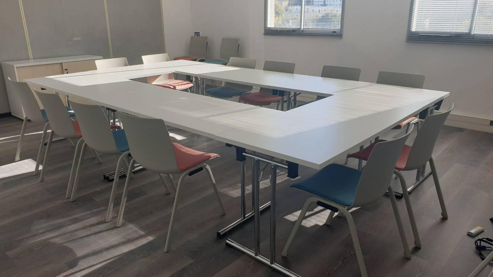 Table de réunion mobile sur roulettes et pliante pour facilité le rangement que Marseille