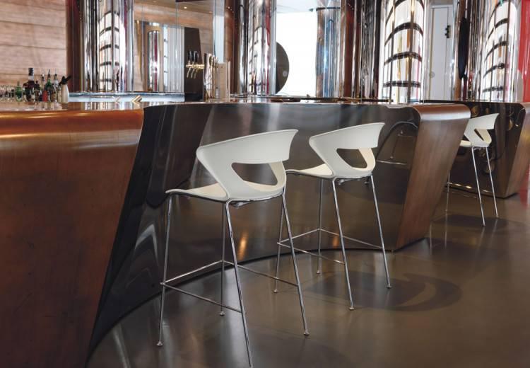 Tabouret haut KICCA 4 pieds pour vos espaces repas et détente sur Marseille