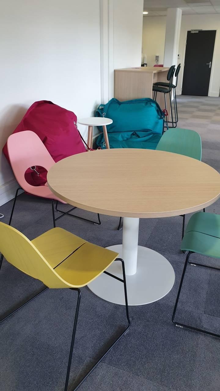 Zone détente et réunion informelle avec des produits design et tendance sur Aix en provence