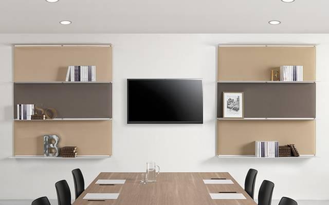 Aménagement d'une salle de réunion avec panneaux acoustiques et étagères sur Toulon