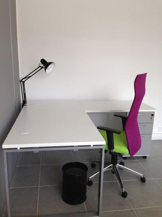 bureau angle , fauteuil bi color