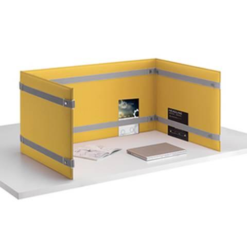 Pour créer un espace plus intime 3 panneaux PLI positionnés sur le plan de travail sur La Garde